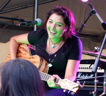 willstock-2012-girl-guitar
